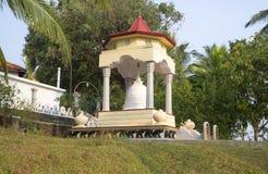 在寺庙, Gangarama玛哈Vihara的小Dagoba 斯里南卡 免版税库存图片