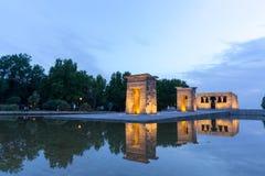 在寺庙de debod的日落在马德里 免版税库存图片