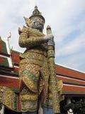 在寺庙Wat Phra Kaeo -鲜绿色菩萨的图-在曼谷,泰国 库存照片