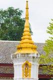 在寺庙Wat Sensoukaram的stupa在Louangphabang,老挝 垂直 库存照片