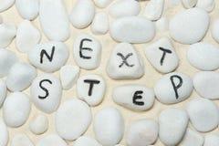 在小卵石的下一个步骤字 免版税库存照片