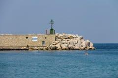 在小口岸的码头在第勒尼安海,厄尔巴岛 Marciana 库存照片