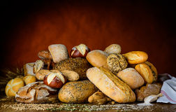 在小圆面包上添面包 库存图片