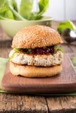在小圆面包的健康火鸡汉堡 图库摄影