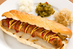 在小圆面包的意大利香肠 免版税库存照片