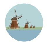 在小孩堤防的荷兰风车在荷兰 免版税库存照片