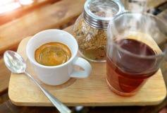 在小射击杯子的浓咖啡咖啡 免版税库存照片