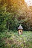 在小屋形状的木装饰在公园 图库摄影