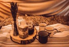 在小屋的土气早餐 库存照片