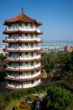 在小山上面的塔在Baguashan菩萨彰化台湾寺庙和市视图  库存图片