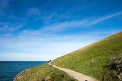 在小山在海附近, Tayor差错,克赖斯特切奇的走的轨道 免版税图库摄影