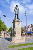 在小山正方形提耳堡大学,荷兰的威廉二世国王雕象 免版税库存图片