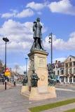在小山正方形提耳堡大学,荷兰的威廉二世国王雕象 库存图片