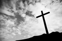 在小山的一个十字架 库存图片
