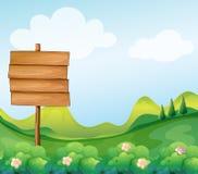 在小山的一块木牌 免版税库存图片