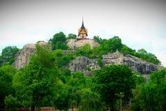 在小山的上面的寺庙 免版税库存图片