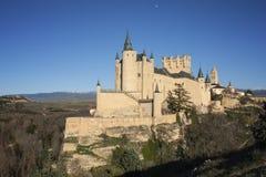 在小山的中世纪城堡 库存图片