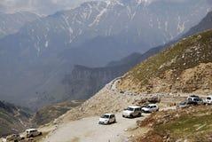 在小山的交通 图库摄影