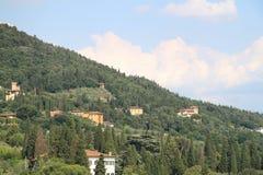 在小山的佛罗伦萨,意大利夏天 免版税库存图片