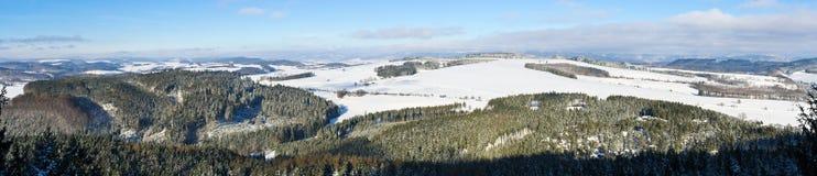 在小山的冬天 库存图片