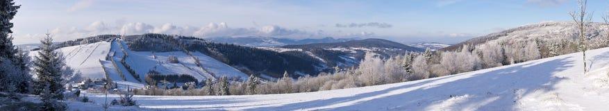 在小山的冬天 库存照片