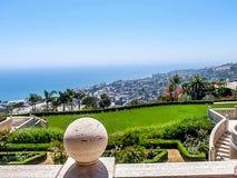 在小山的加利福尼亚豪宅 图库摄影