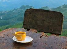 在小山的咖啡 免版税库存图片