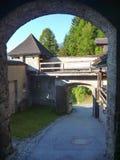 在小山的城堡在奥地利 免版税库存照片