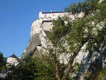 在小山的城堡在奥地利 库存照片