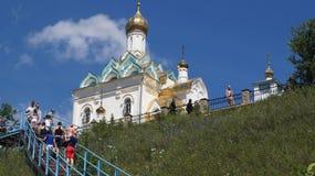 在小山的寺庙。 免版税库存图片