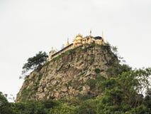 在小山的寺庙 库存照片