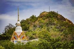 在小山的寺庙 图库摄影