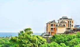 在小山的巨大的城堡大厦 圣文森特和格林纳丁斯 库存图片