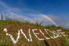 在小山的彩虹 图库摄影