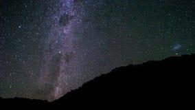 在小山的星在夜空 免版税图库摄影