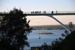 在小山的步行桥在下诺夫哥罗德,俄罗斯 免版税图库摄影