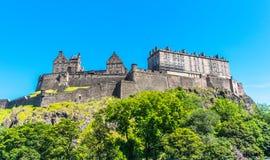 在小山的爱丁堡城堡,苏格兰 免版税库存照片