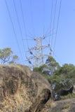 在小山的电塔 库存图片