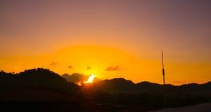 在小山的美好的日出视图 图库摄影