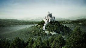 在小山的老童话城堡 鸟瞰图 现实4K动画 皇族释放例证