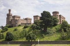在小山的苏格兰城堡 库存图片
