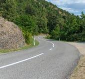 在小山的路 免版税库存照片