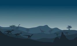 在小山的Eoraptor剪影 图库摄影