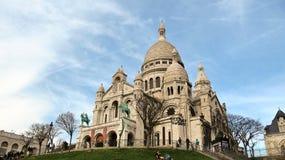 在小山蒙马特上面的Sacre-Coeur在巴黎 库存图片