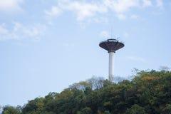 在小山顶的水塔 免版税库存图片