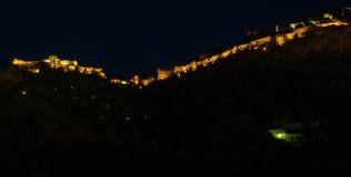在小山顶部的城堡 免版税库存图片