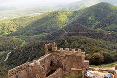 在小山顶部的Montsoriu城堡 免版税库存图片