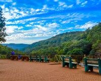 在小山驻地Manali印度的Townscape 免版税库存图片