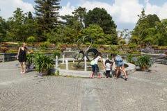 在小岛Mainau的庭院喷泉 库存图片