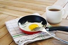 在小平底锅的煎蛋 库存照片